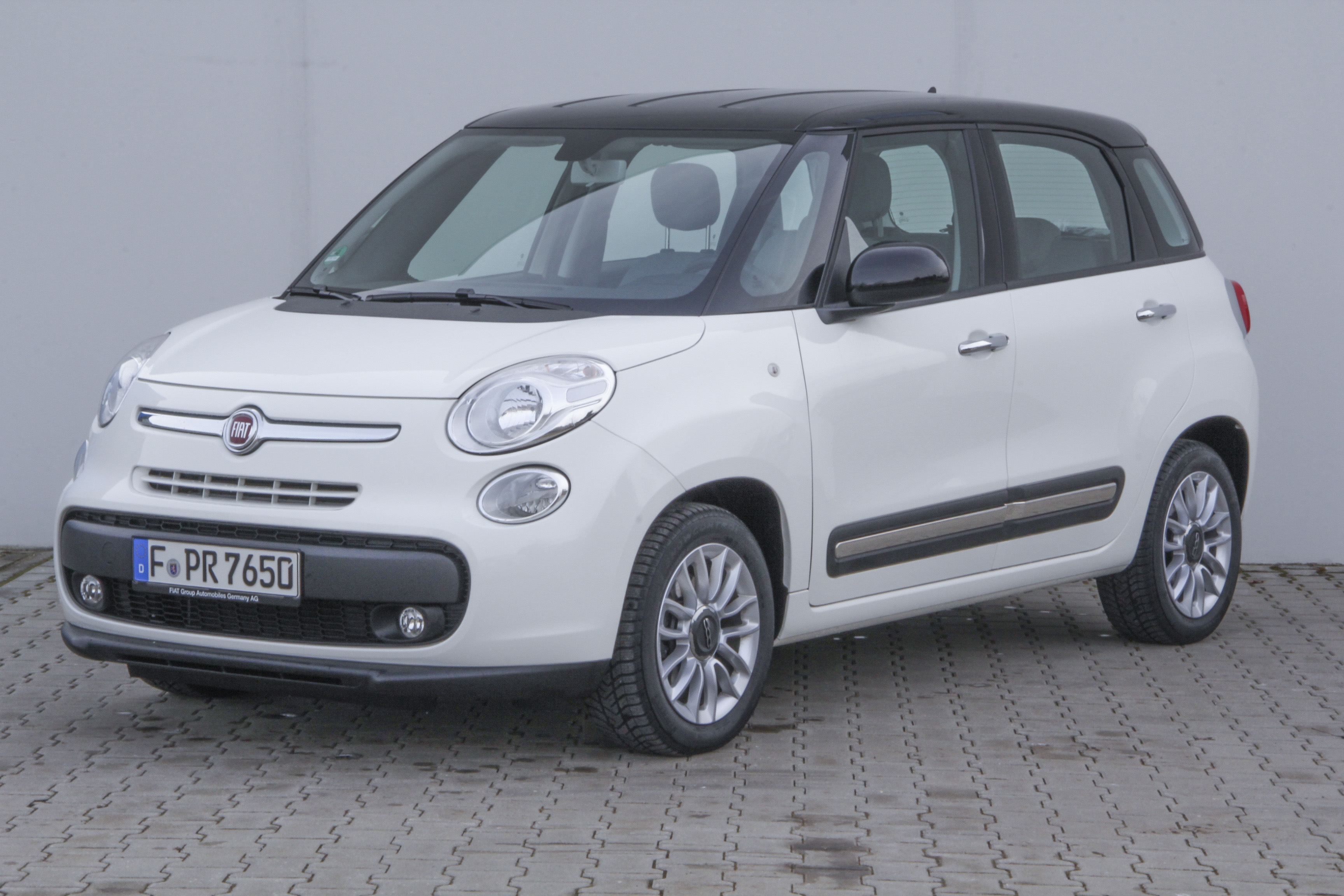 fails crash fiat autoevolution video iihs test at production in updated with announces parts the serbia of new kragujevac news