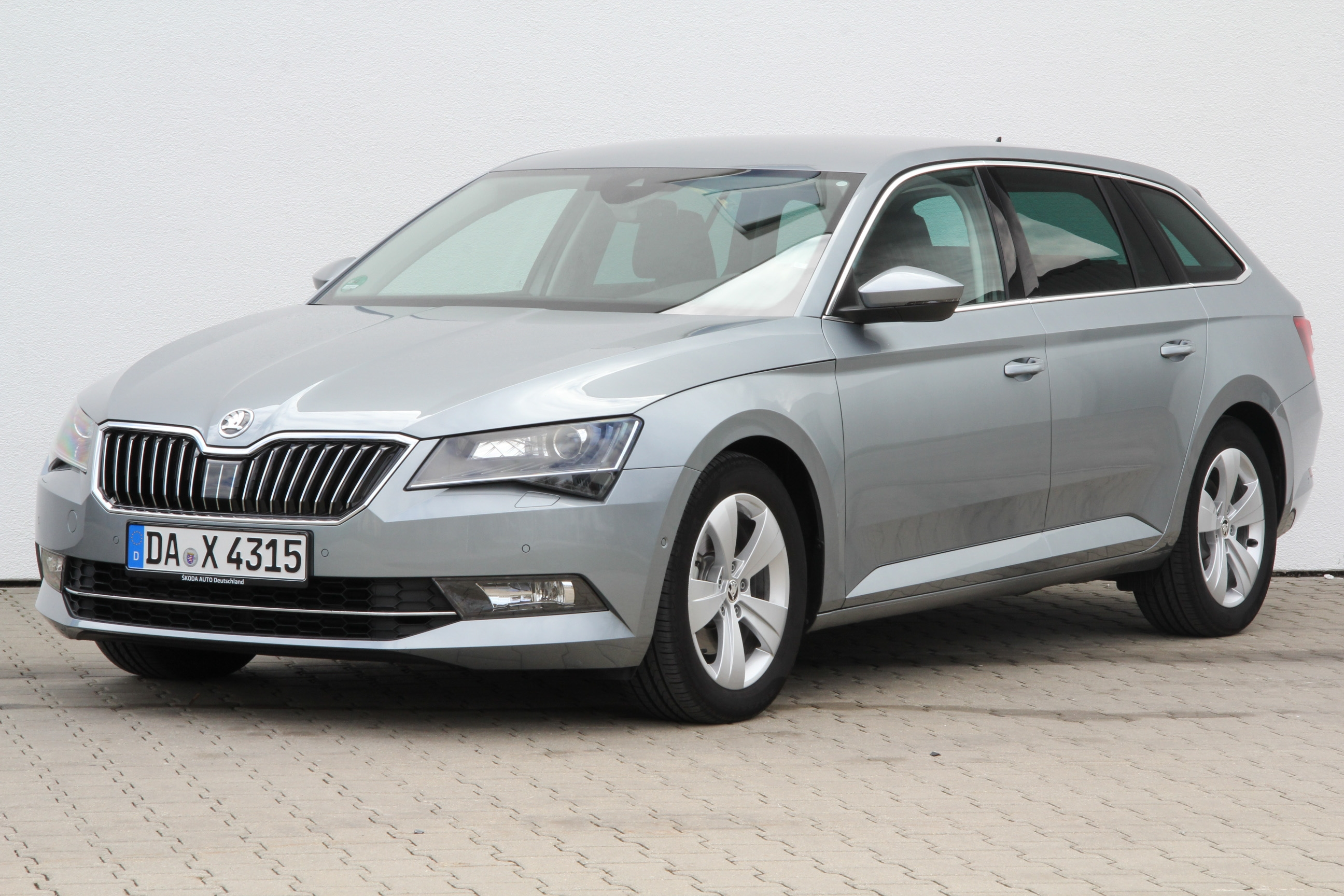 skoda superb combi 1 6 tdi scr greenline test complet prix sp cifications. Black Bedroom Furniture Sets. Home Design Ideas